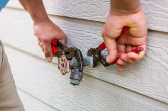 Sugar Land Plumber Mock Plumbing Fixing Water Leak